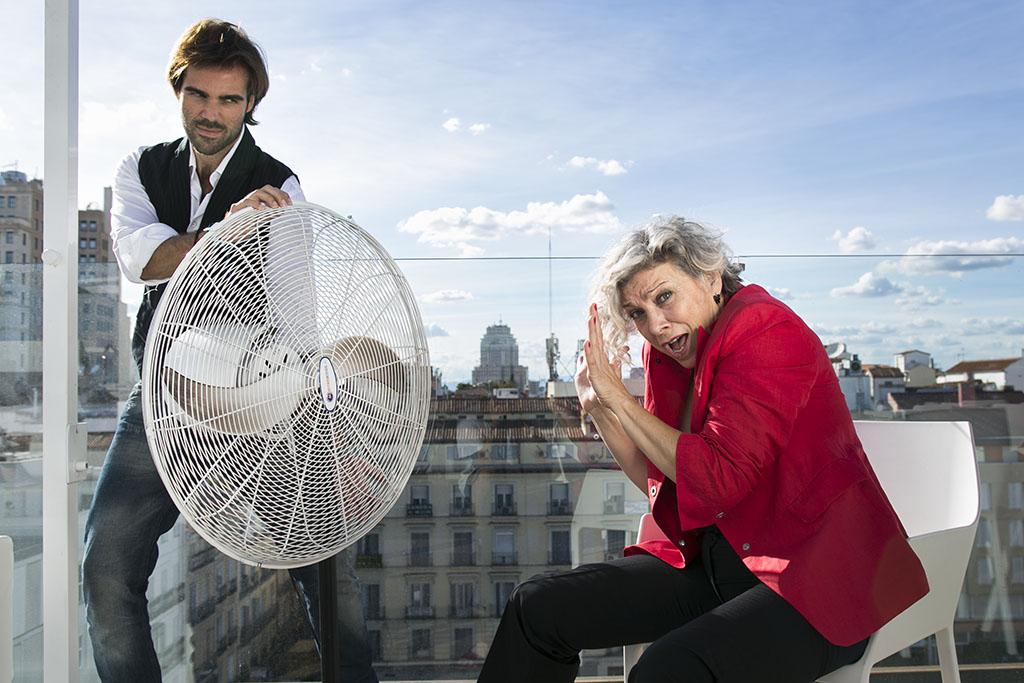 """Kiti Mánver: """"Se puede aprender de todo el mundo, en el teatro y en la vida""""."""